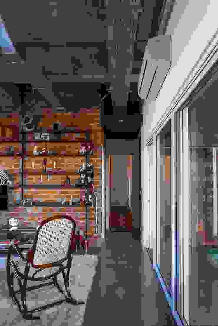 Apto 360 Corredores, halls e escadas industriais por Nautilo Arquitetura & Gerenciamento Industrial Ferro/Aço