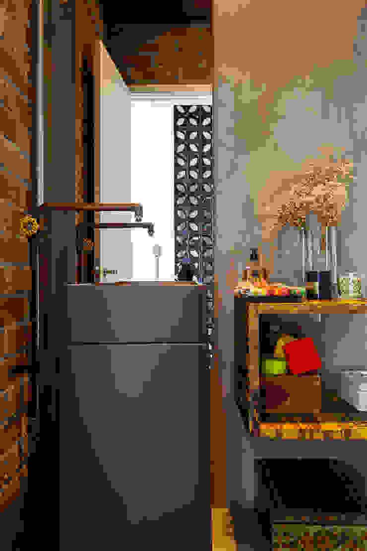 Baños de estilo industrial de Nautilo Arquitetura & Gerenciamento Industrial Cobre/Bronce/Latón
