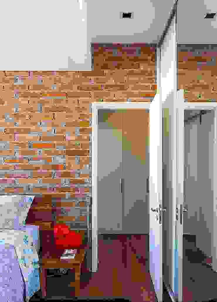 Habitaciones de estilo industrial de Nautilo Arquitetura & Gerenciamento Industrial Ladrillos