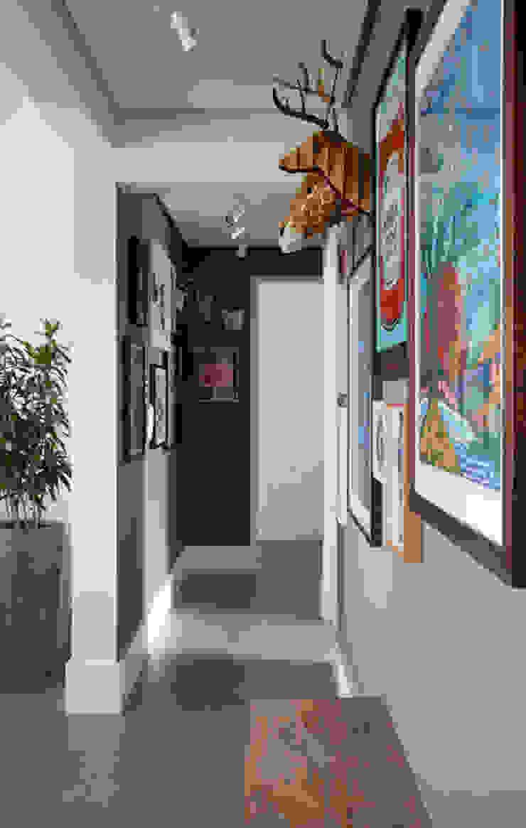 PROJETO RESIDENCIAL PGF Corredores, halls e escadas modernos por RP Estúdio - Roberta Polito e Luiz Gustavo Campos Moderno