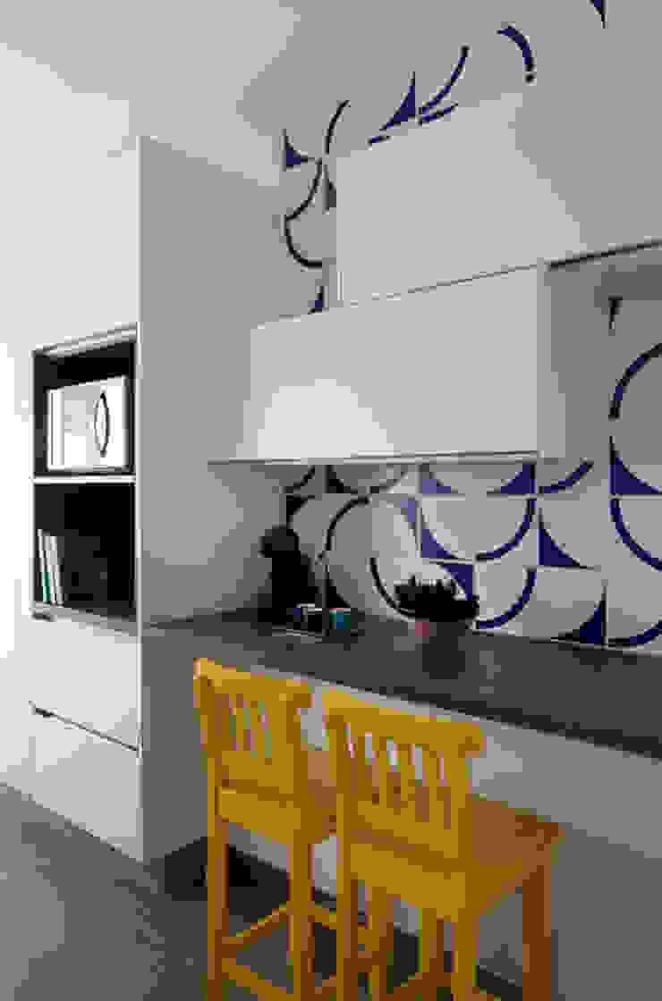 PROJETO RESIDENCIAL PGF Cozinhas modernas por RP Estúdio - Roberta Polito e Luiz Gustavo Campos Moderno