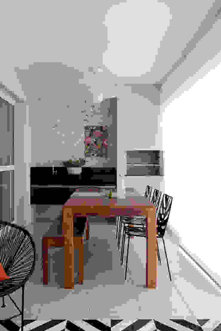 PROJETO RESIDENCIAL PGF Varandas, alpendres e terraços modernos por RP Estúdio - Roberta Polito e Luiz Gustavo Campos Moderno
