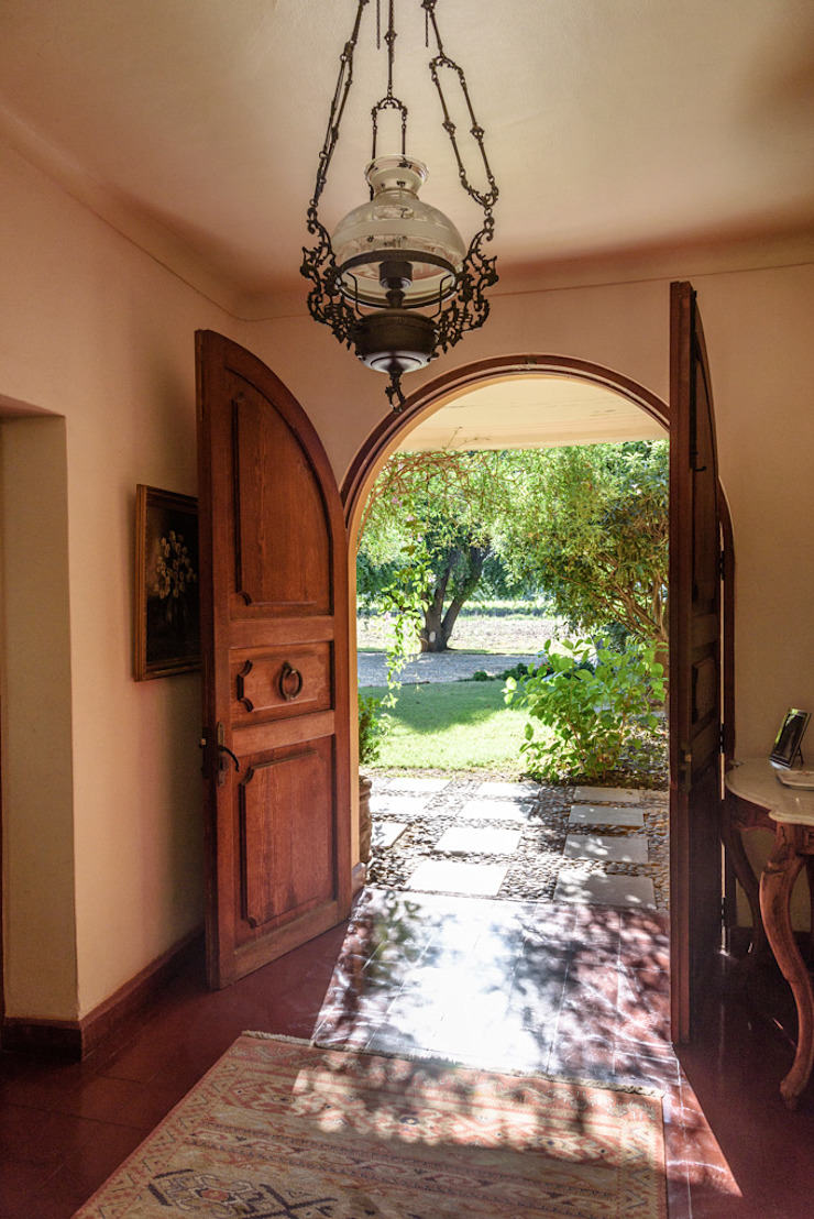Elegante Casa Chilena · Casa Patronal Fundo San Juan, San Felipe, Chile. Puertas coloniales de Francisco Vicuña Balaresque Colonial