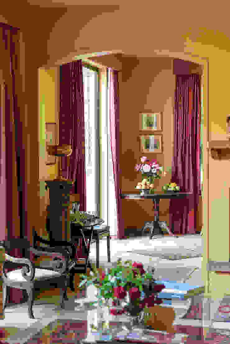 Elegante Casa Chilena · Casa Patronal Fundo San Juan, San Felipe, Chile. Livings de estilo colonial de Francisco Vicuña Balaresque Colonial