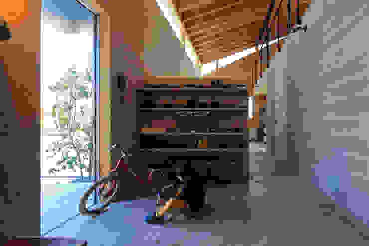 玄関 モダンスタイルの 玄関&廊下&階段 の ㈱ライフ建築設計事務所 モダン