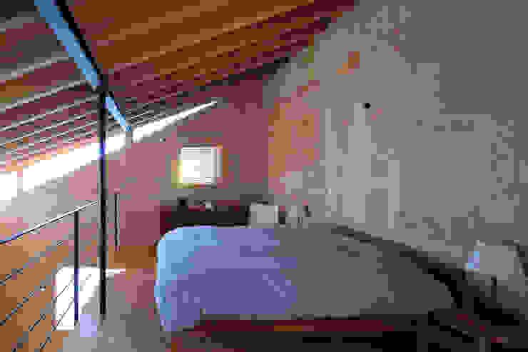 寝室 モダンスタイルの寝室 の ㈱ライフ建築設計事務所 モダン