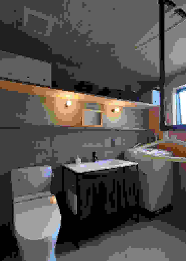 Moderne Badezimmer von ㈱ライフ建築設計事務所 Modern