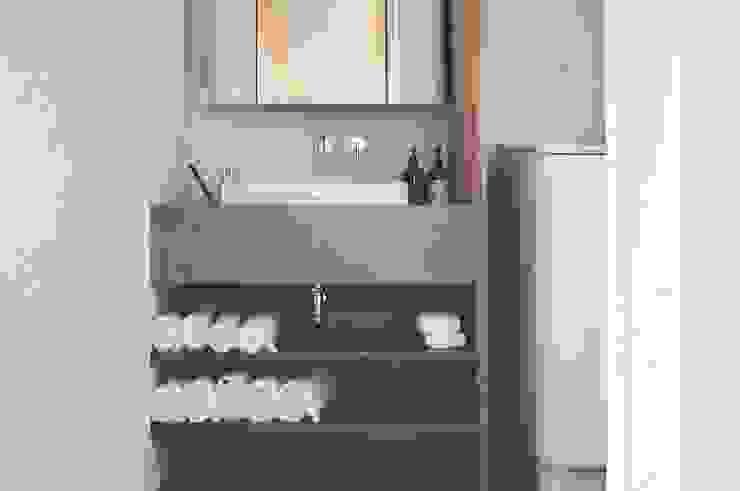 有限会社 中神工務店 現代浴室設計點子、靈感&圖片 水泥 Grey