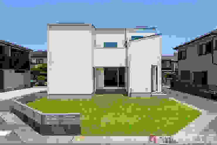 Modern Houses by 納得住宅工房株式会社 Nattoku Jutaku Kobo.,Co.Ltd. Modern