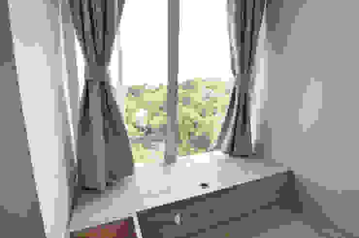 7 Minimalist bedroom by Mister Glory Ltd Minimalist