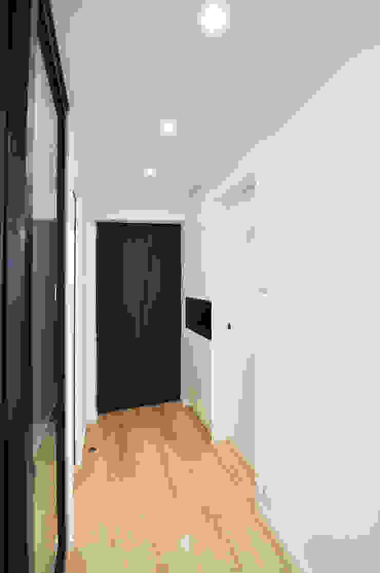 5 Minimalist corridor, hallway & stairs by Mister Glory Ltd Minimalist
