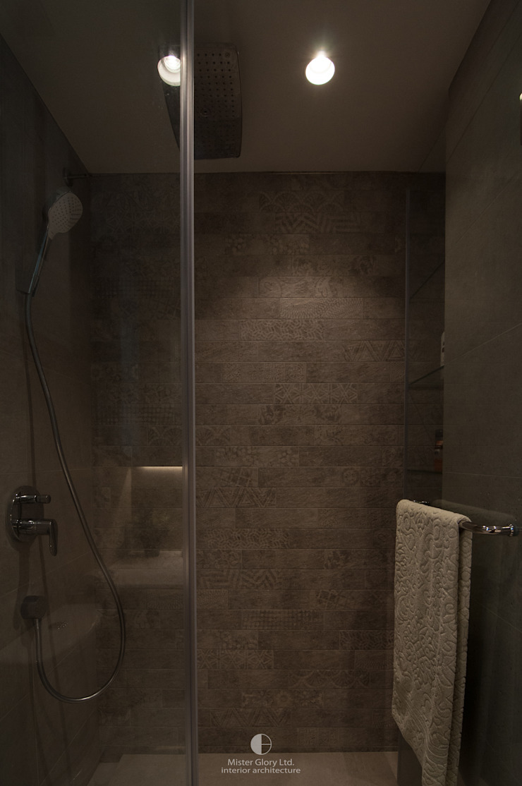 9 Minimalist style bathroom by Mister Glory Ltd Minimalist
