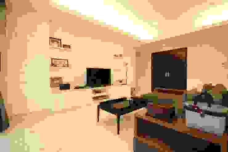 Ruang Keluarga Oleh Exxo interior Klasik Kayu Wood effect