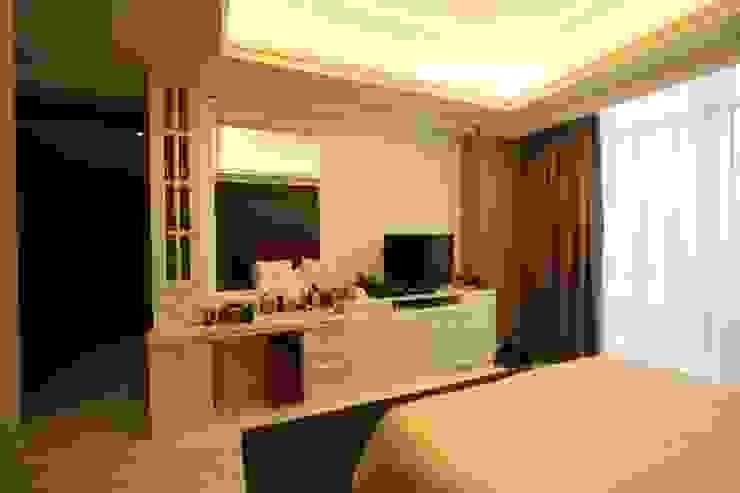 Kamar Tidur Utama II Oleh Exxo interior Klasik Kayu Wood effect