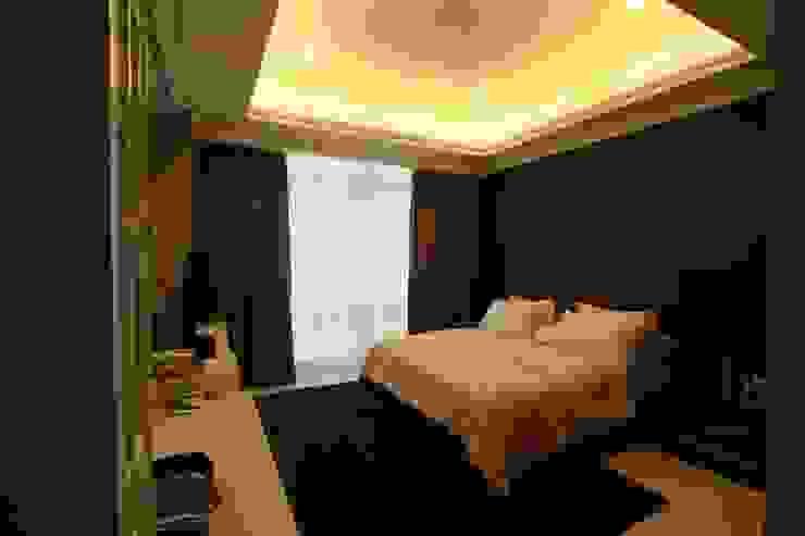 Kamar Tidur Utama Oleh Exxo interior Klasik Kayu Wood effect