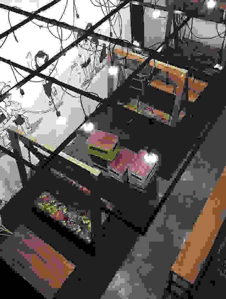 Cafe Area lantai 1A Bar & Klub Gaya Industrial Oleh ARAT Design Industrial