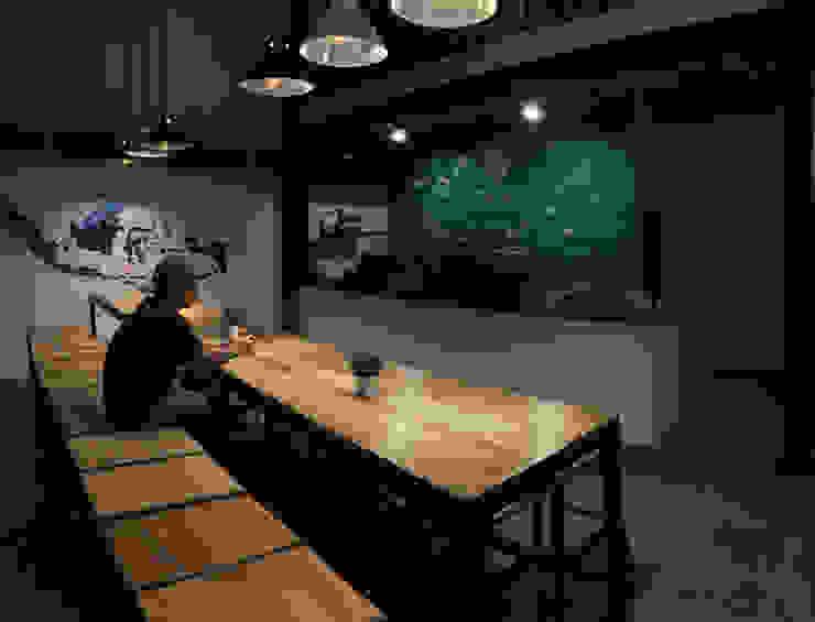 Bar Area lantai 1A Bar & Klub Gaya Industrial Oleh ARAT Design Industrial