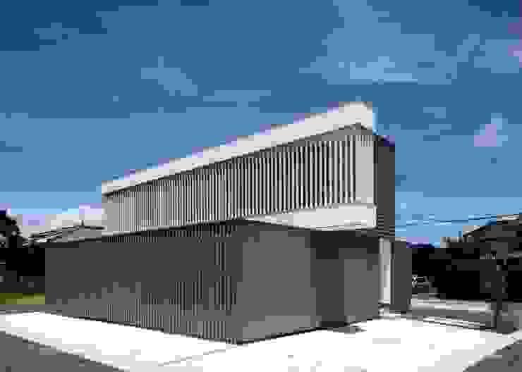 Modern houses by 伊藤憲吾建築設計事務所 Modern Metal