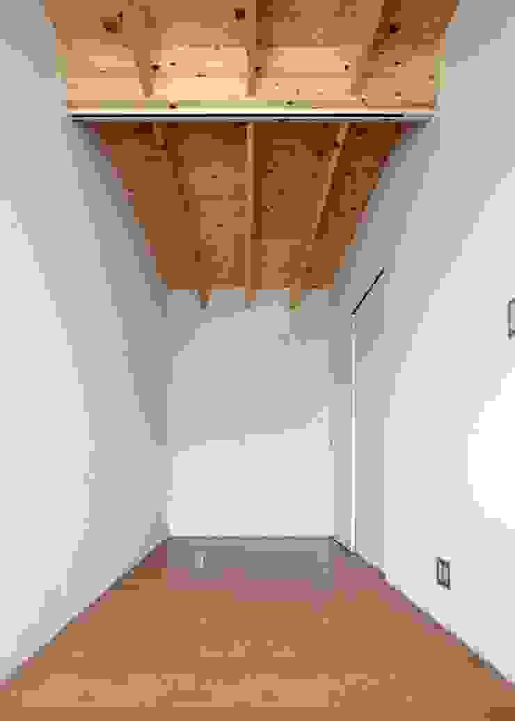 by 伊藤憲吾建築設計事務所 Modern Wood Wood effect