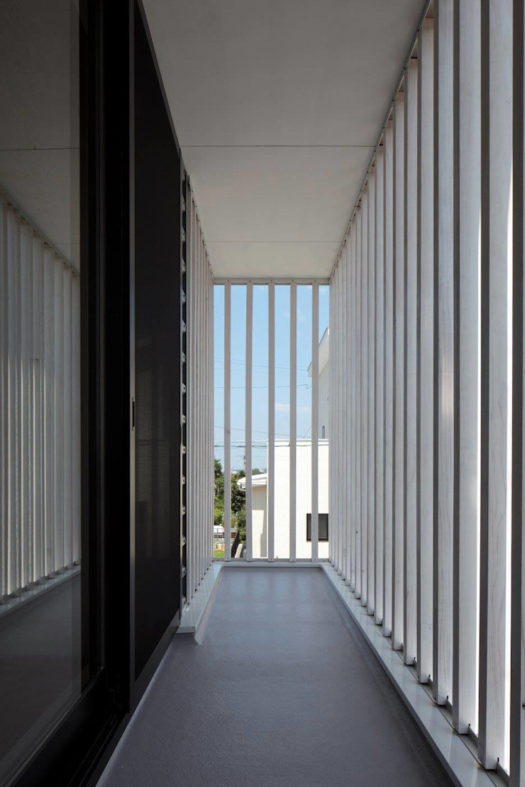 Modern style balcony, porch & terrace by 伊藤憲吾建築設計事務所 Modern Wood Wood effect