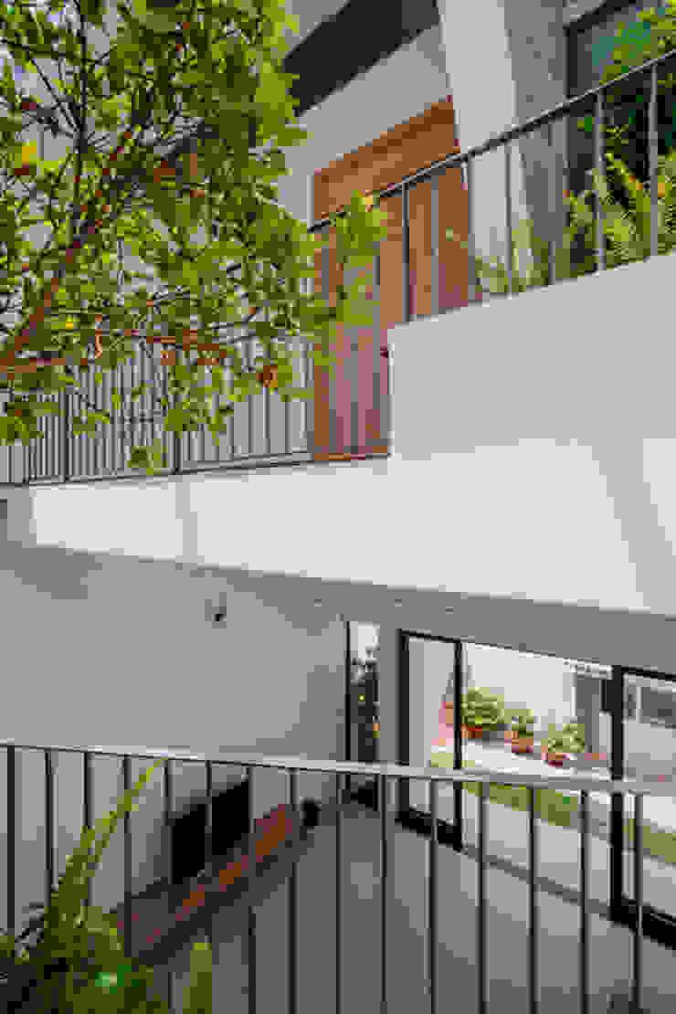 Mãn Nhãn Với Thiết Kế Nhà Lệch Tầng Đẹp Ngập Tràn Ánh Sáng Hành lang, sảnh & cầu thang phong cách hiện đại bởi Công ty TNHH Xây Dựng TM – DV Song Phát Hiện đại