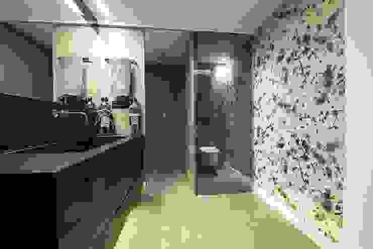 現代浴室設計點子、靈感&圖片 根據 Luxiform Iluminación 現代風