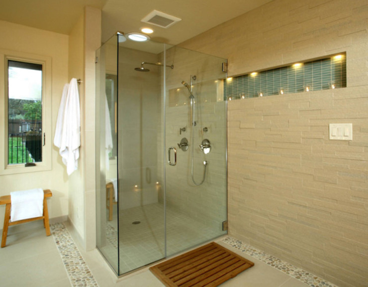 Nội thất phòng tắm không quá cầu kỳ nhưng rất tiện nghi. Phòng tắm phong cách châu Á bởi Công ty TNHH TK XD Song Phát Châu Á Đồng / Đồng / Đồng thau