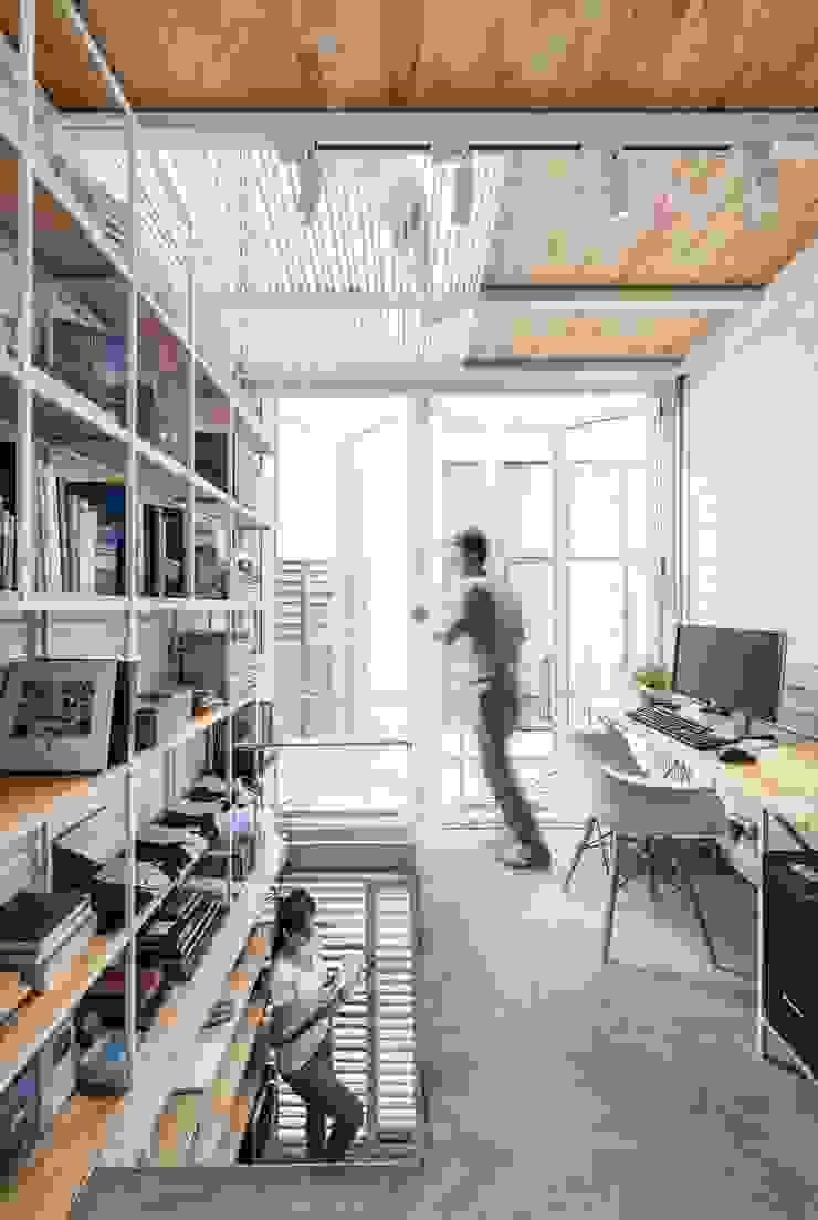 Nhà nhỏ Phòng học/văn phòng phong cách tối giản bởi SMA Studio Tối giản