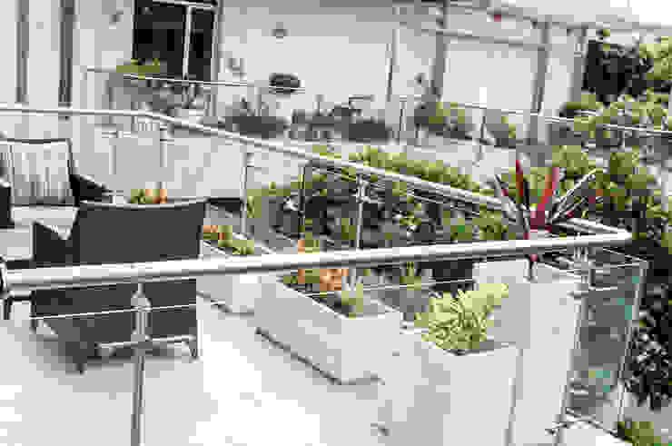 Terrace Garden Decor at Civil Lines, Delhi by Grecor Mediterranean