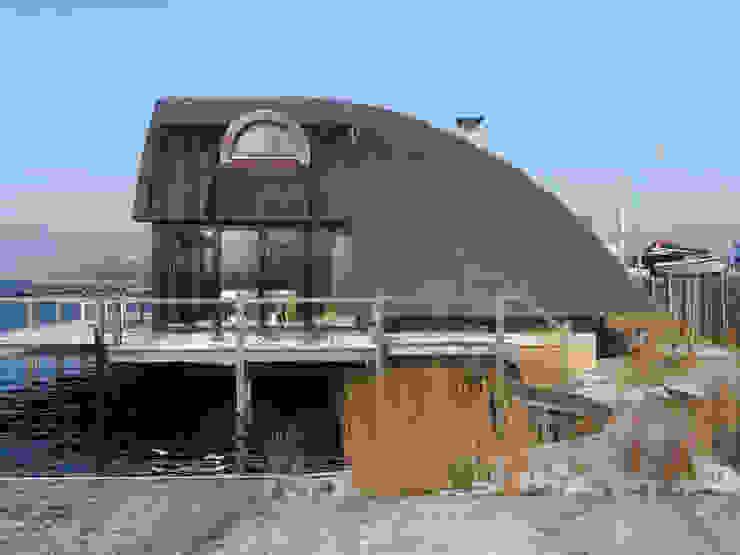 Villa aan het water te Loosdrecht: modern  door Architectenburo de Vries en Theunissen, Modern