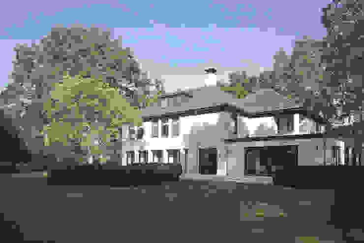VERBOUWING EN UITBREIDING VAN VILLA - Hilversum van Architectenburo de Vries en Theunissen
