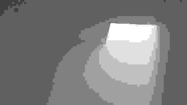 Baños de estilo minimalista de Atelier Vyasa Minimalista