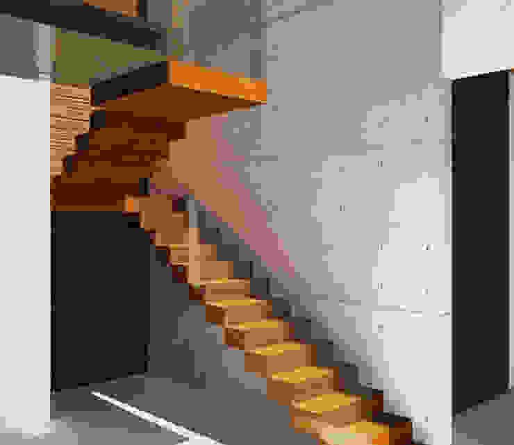Лестницы в . Автор – homify, Модерн