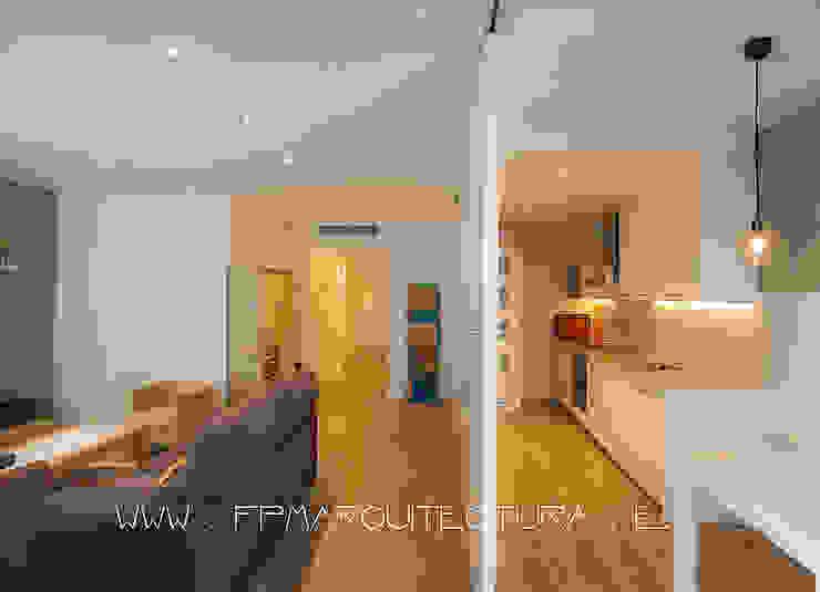 Apartamento en el centro Histórico de Sitges Barcelona. www.architectsitges.com Cocinas de estilo mediterráneo de FPM Arquitectura Mediterráneo