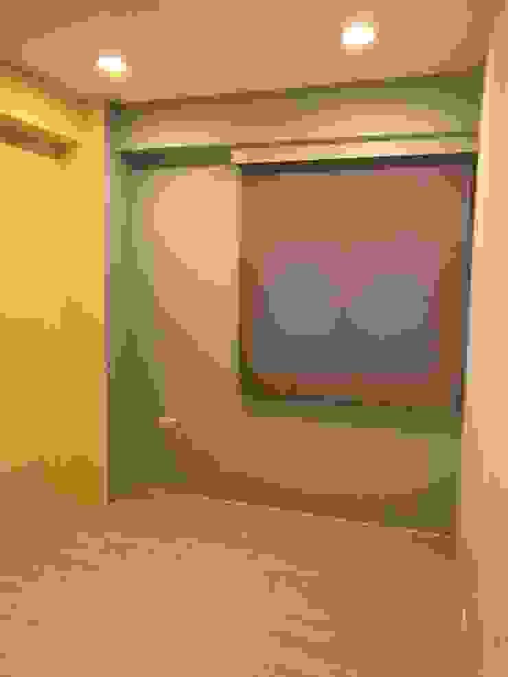簡單的色彩 豐富的空間 根據 捷士空間設計(省錢裝潢) 簡約風