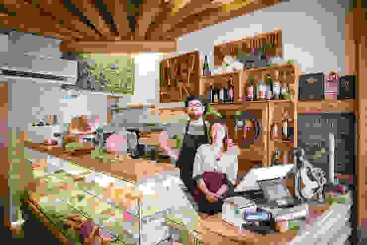 Giorgia e Ovidio Fab Arredamenti su Misura Negozi & Locali Commerciali Legno