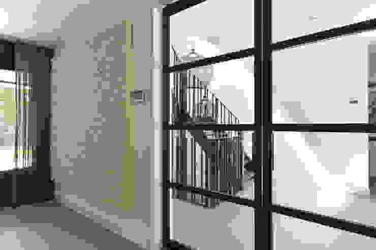 Project Huizen - Skygate stalen binnendeur: modern  door Skygate - Betaalbare stalen binnendeur, Modern Metaal