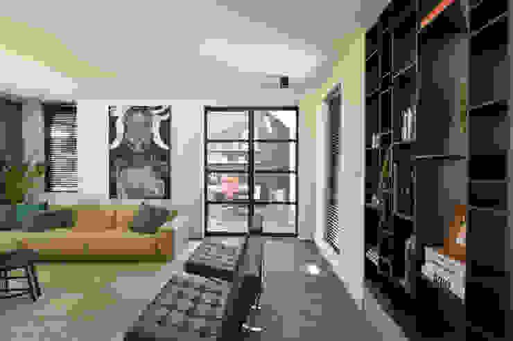Project Huizen - Skygate stalen binnendeur: modern  door Skygate - Betaalbare stalen binnendeur, Modern