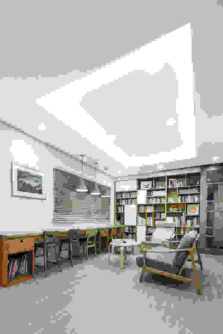 판교온당 프로젝트 모던스타일 서재 / 사무실 by 적정건축 모던