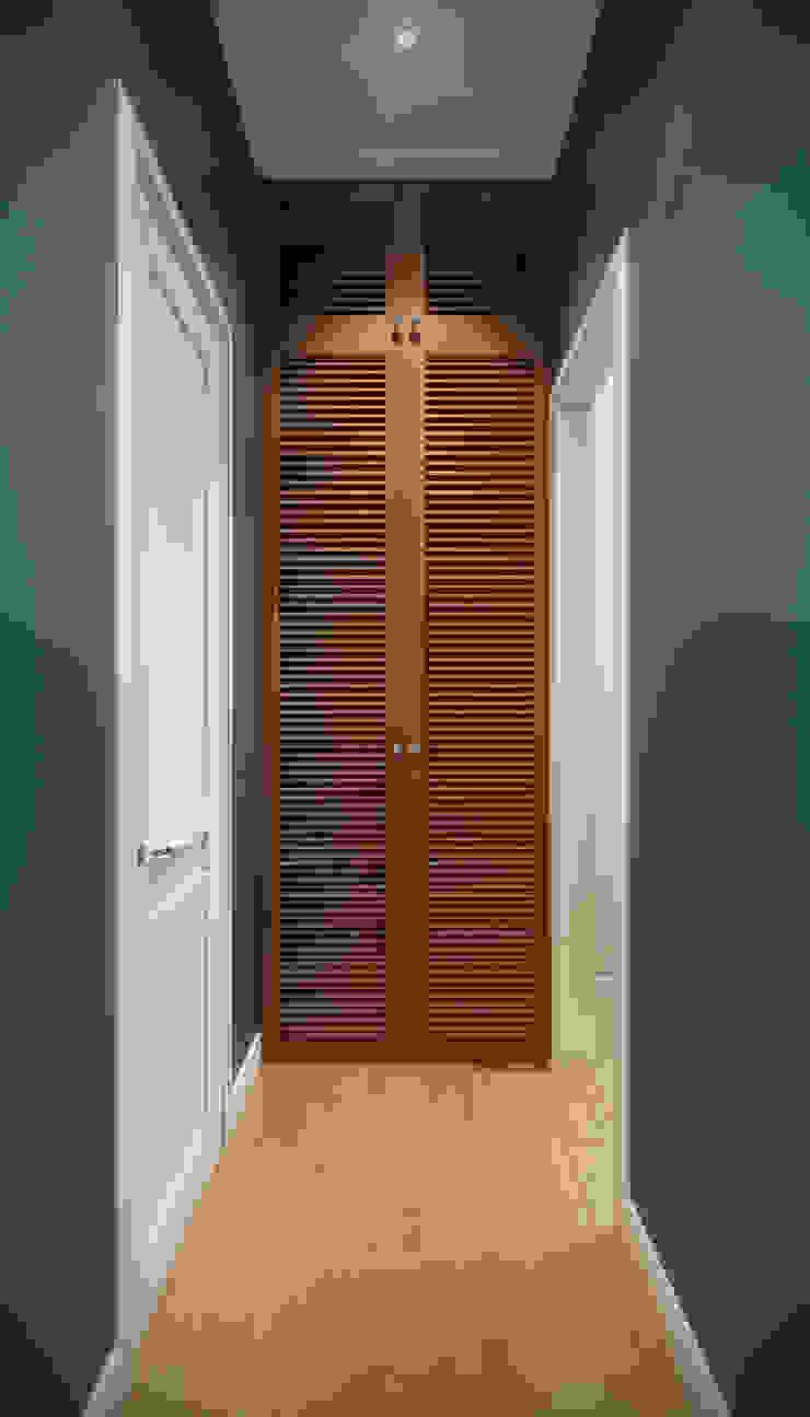 CO:interior Ingresso, Corridoio & Scale in stile eclettico Blu