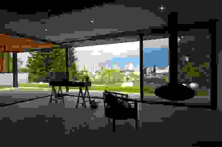 JACARANDAS HOUSE Balcones y terrazas modernos de Hernandez Silva Arquitectos Moderno
