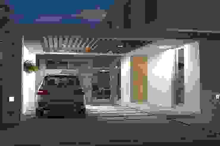 Modern garage/shed by Arquitectura Bur Zurita Modern