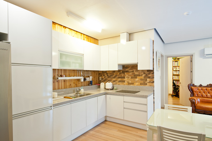 現代廚房設計點子、靈感&圖片 根據 homify 現代風