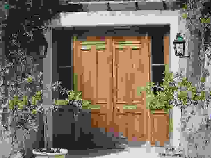 Wooden doors by Estudio Dillon Terzaghi Arquitectura - Pilar,