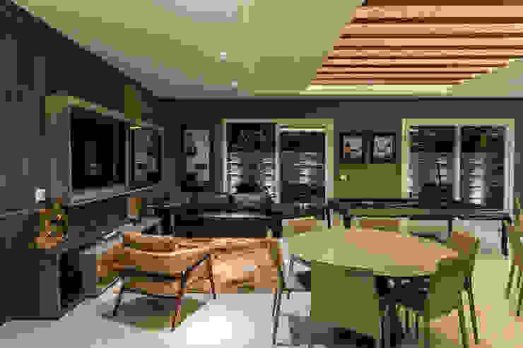 TRÍADE ARQUITETURA Modern Living Room Wood Black