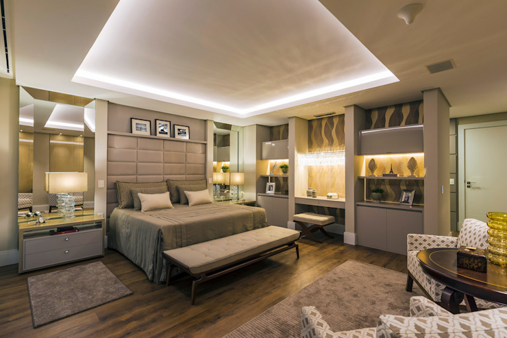 Classic style bedroom by TRÍADE ARQUITETURA Classic Wood Wood effect