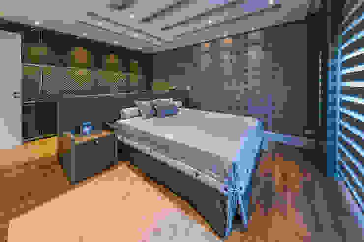 quarto de menino TRÍADE ARQUITETURA Quartos clássicos Madeira Efeito de madeira