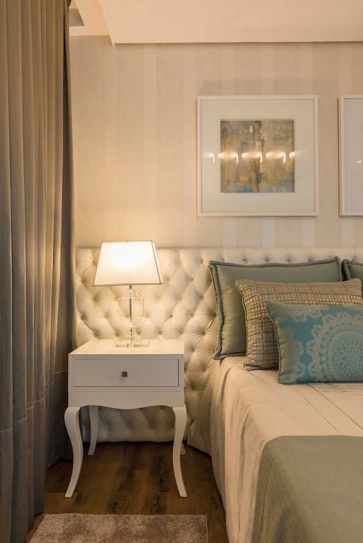 TRÍADE ARQUITETURA Classic style bedroom Wood Green