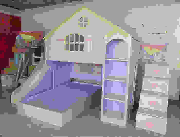 Preciosa casita lila de camas y literas infantiles kids world Clásico Derivados de madera Transparente