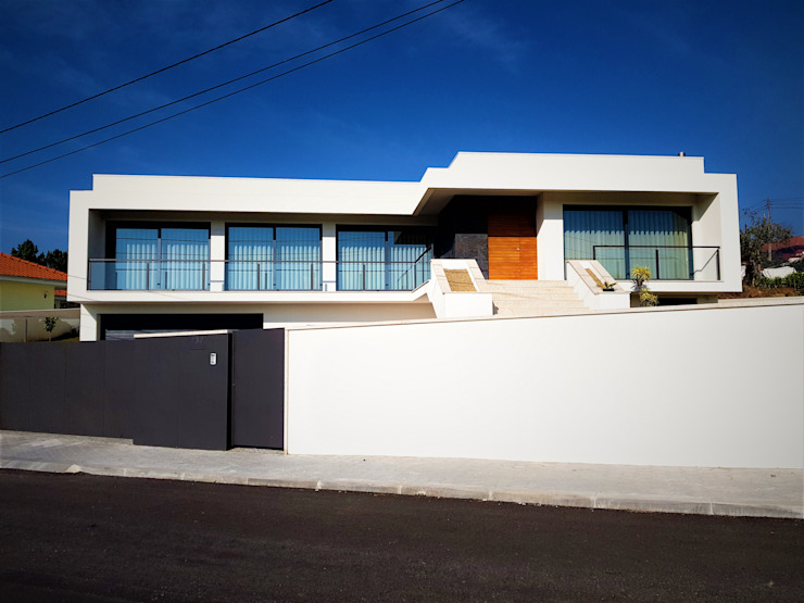 現代房屋設計點子、靈感 & 圖片 根據 Jesus Correia Arquitecto 現代風 玻璃